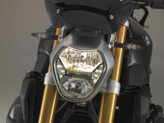 BMW R 1200 R voor close licht half