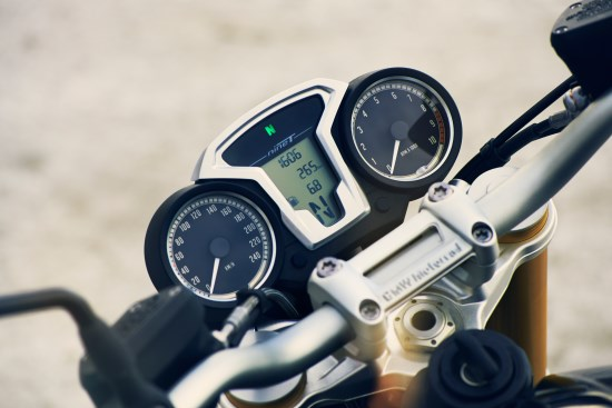 BMW R nineT detail dash close