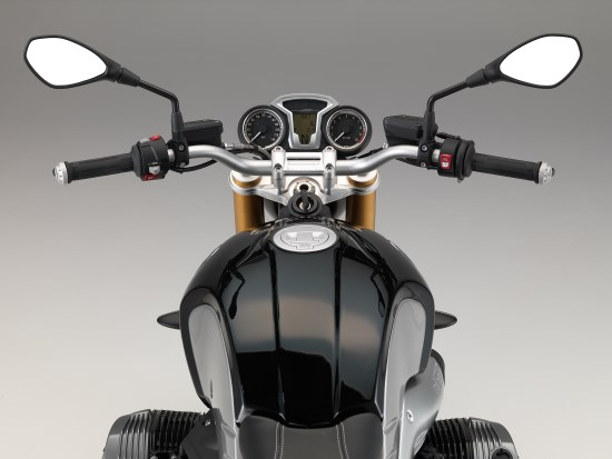 BMW R nineT detail dash ver