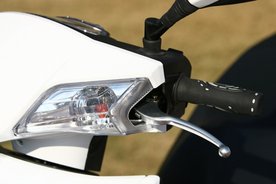 Kymco Movie S 125i detail knipper