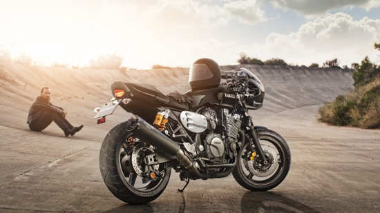 2015-Yamaha-XJR1300-Racer-EU-Midnight-Black-Static-001