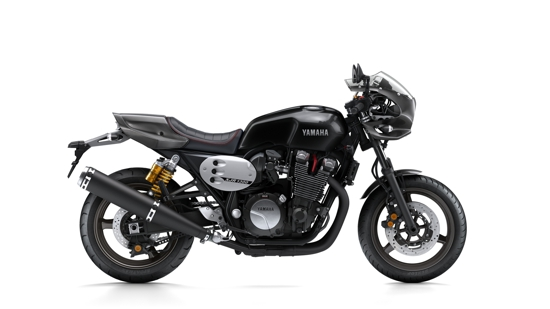 2015-Yamaha-XJR1300-Racer-EU-Midnight-Black-Studio-002