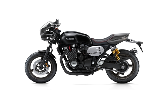 2015-Yamaha-XJR1300-Racer-EU-Midnight-Black-Studio-006