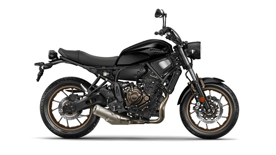 2017-Yamaha-XSR700-EU-Tech-Black-Studio-002